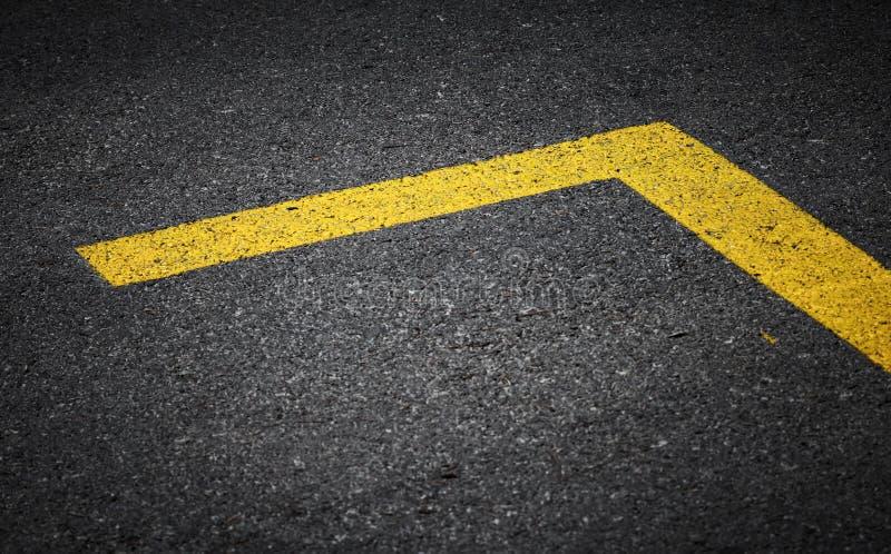 与黄线的路标 免版税库存图片