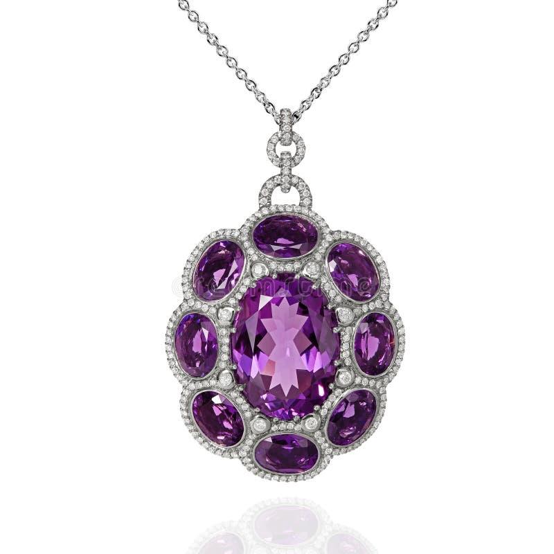 与紫罗兰色紫晶和金刚石的人造白金垂饰 免版税库存照片