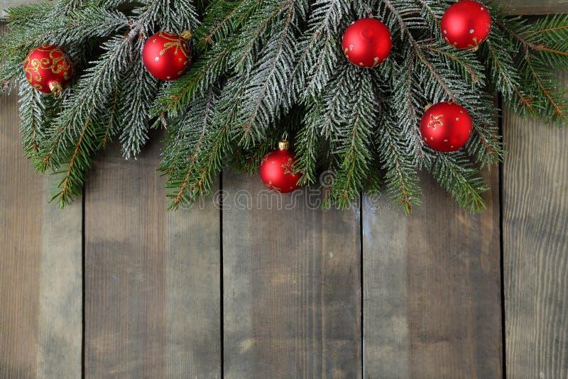 与绿色分支的圣诞节背景 库存照片