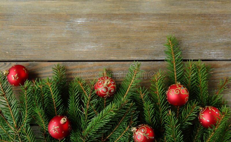 与绿色分支的圣诞节背景 图库摄影