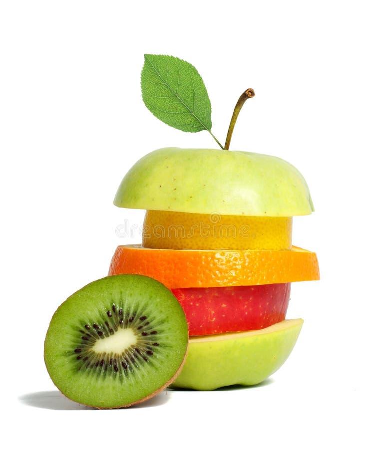 与绿色叶子的新鲜的混杂的果子 库存图片