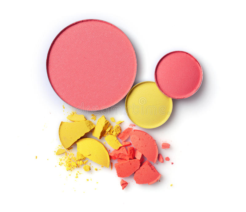 与黄色和橙色被碰撞的眼影膏的圆的桃红色胭脂为组成作为化妆用品产品样品  免版税图库摄影