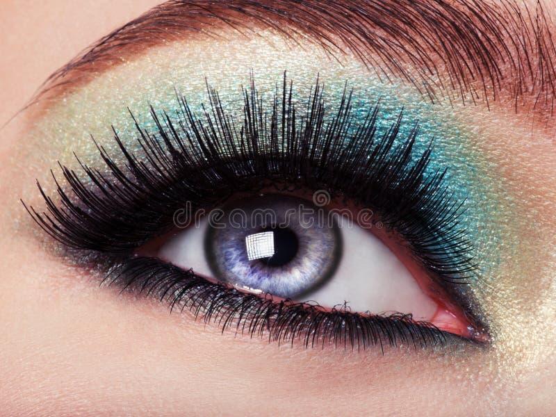 与绿色构成的妇女的眼睛 长期睫毛 免版税库存照片