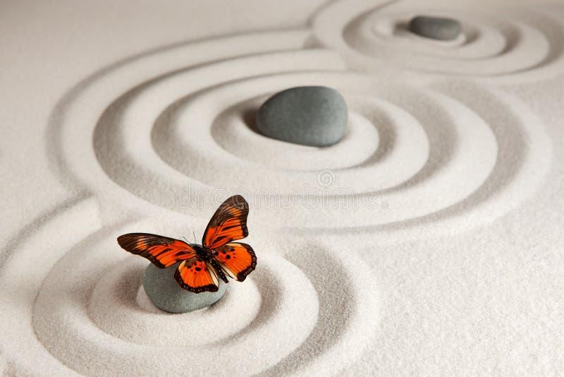 与蝴蝶的禅宗石头 库存图片