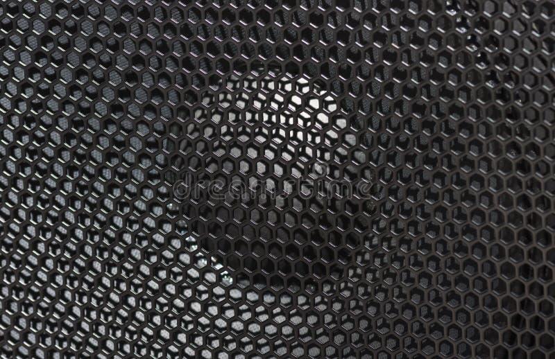 与黑防护格栅的大音乐报告人 免版税库存照片