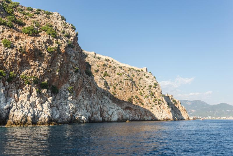 与Alanya& x27的海景; s Castle Rock 免版税图库摄影