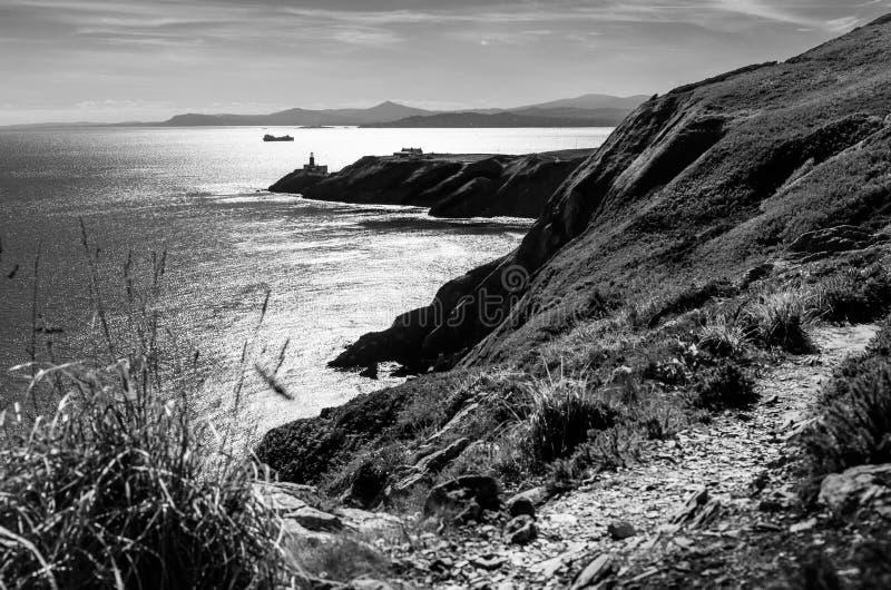 与Baily灯塔的风景在都伯林,爱尔兰附近的Howth 免版税图库摄影