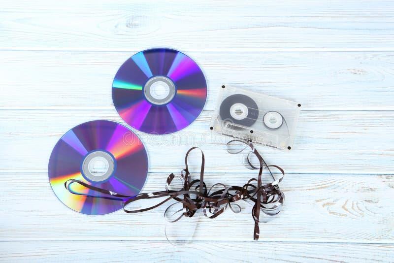 与CD的盘的盒式磁带 免版税图库摄影