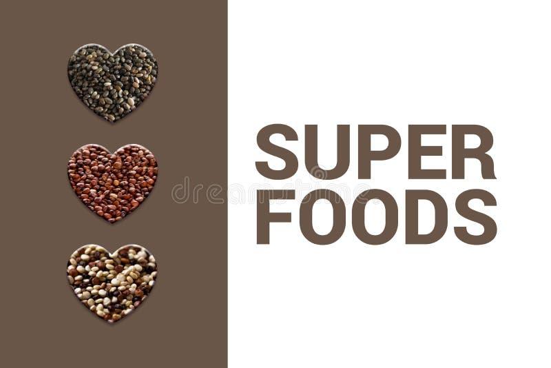与chia种子、红色奎奴亚藜五谷和被混和的奎奴亚藜的心脏在棕色背景 库存照片