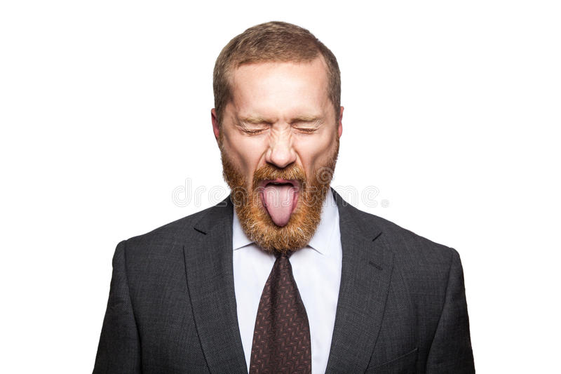 与clossed眼睛和舌头的疯狂的商人 免版税库存图片