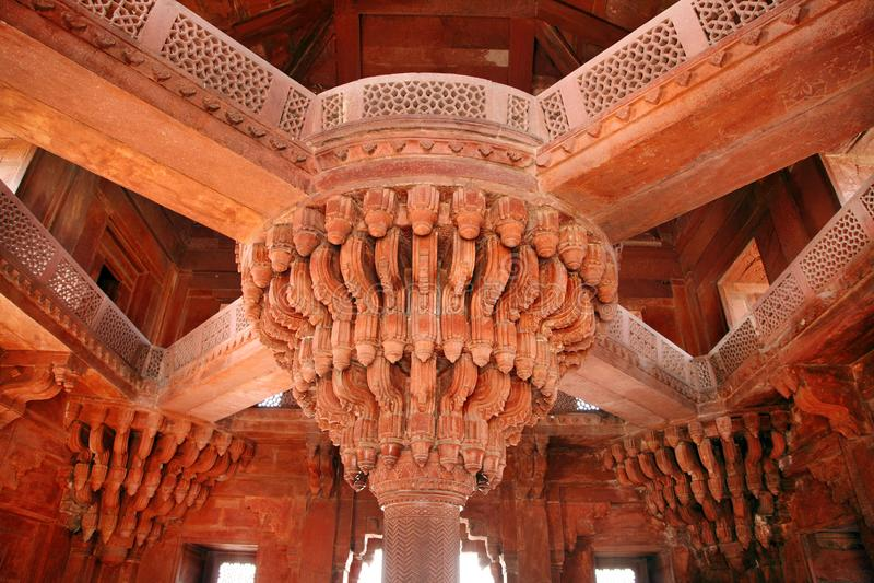 与Diwan-e-khas复杂设计的中央柱子在法泰赫普尔西克里 图库摄影
