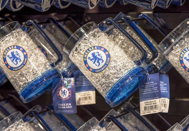 与FC切尔西象征的纪念品玻璃 库存图片