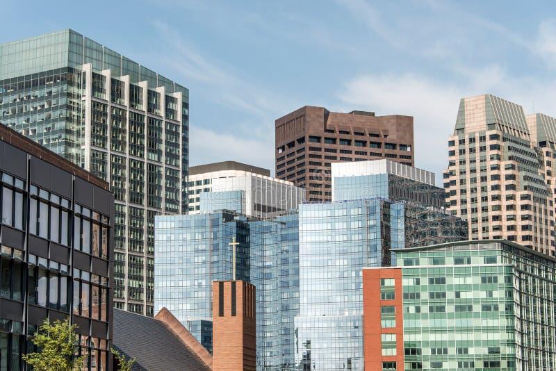 与glas前面大厦的美好的波士顿地平线在晴天在马萨诸塞美国 免版税库存图片