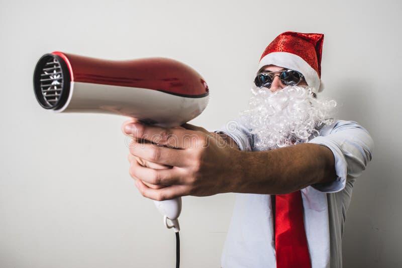 与hairdryer的滑稽的圣诞老人babbo natale 库存图片