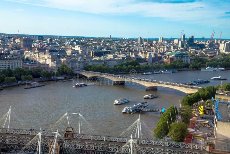 从与Haugerford桥梁的都市风景在泰晤士 英国 库存图片