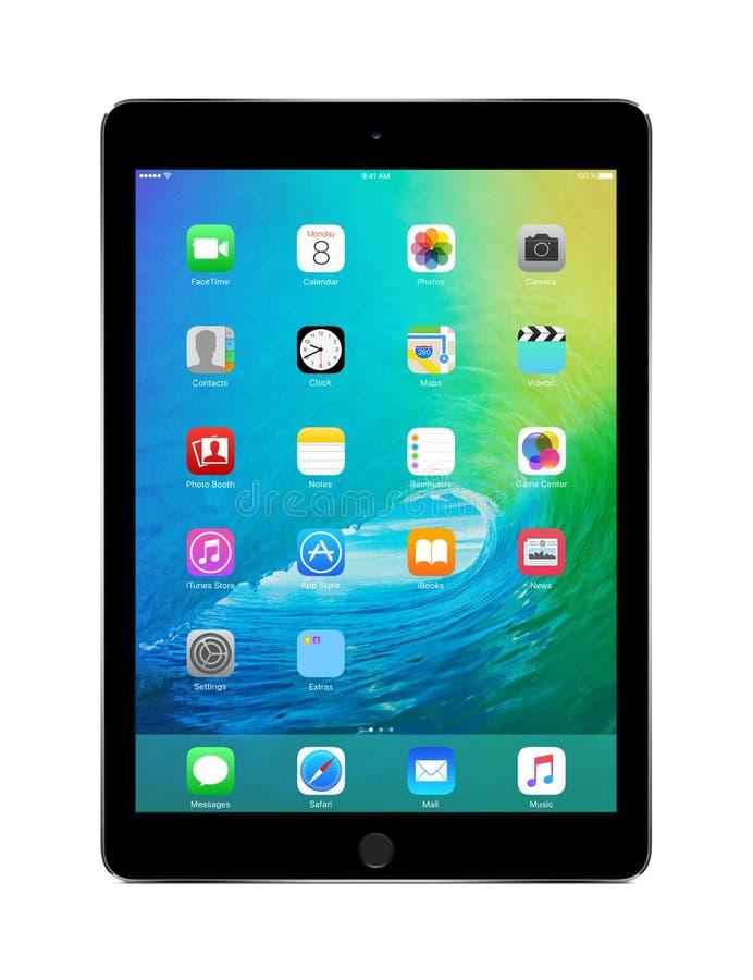 与iOS 9的苹果计算机空间灰色iPad空气2,设计苹果计算机公司 免版税图库摄影