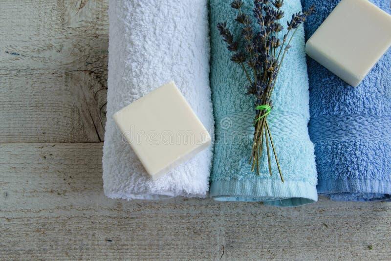 与lavand肥皂的干净和新鲜的毛巾 库存照片