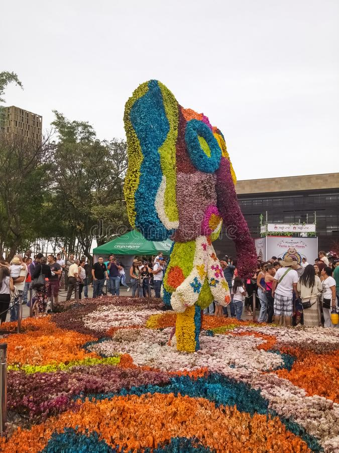 与marimonda大象花雕塑silleta的宗教节日de拉斯弗洛雷斯事件 免版税库存照片