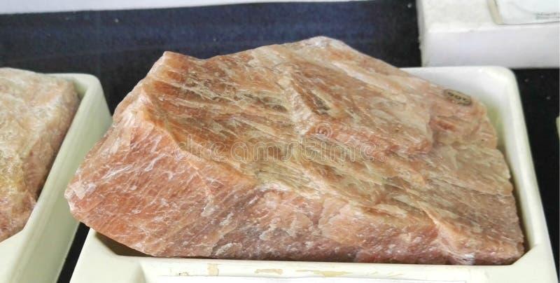 与microcline tectosilicate的岩石 免版税库存图片