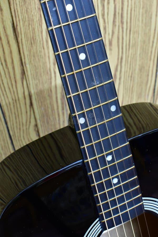 与Nikkor微小105mm透镜的吉他接近的宏观照片 免版税库存照片