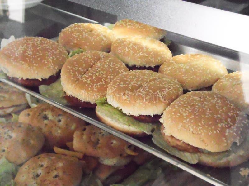 与panelle和炸丸子的西西里人的街道食物三明治 免版税图库摄影