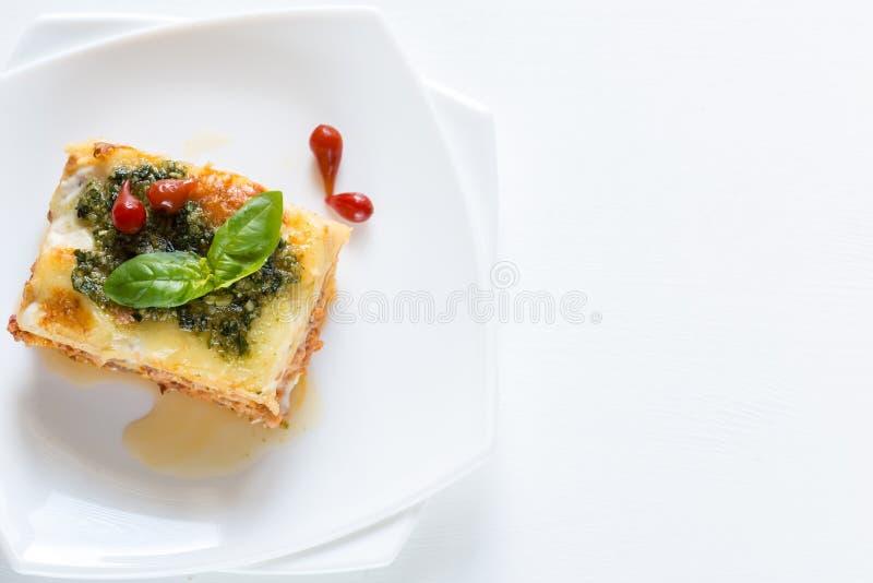 与pesto的烤宽面条 库存图片