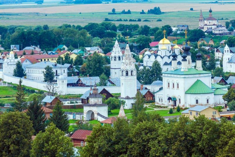 与Pokrovsky女修道院,俄罗斯的苏兹达尔市鸟瞰图 库存照片