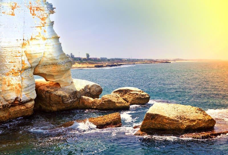 与Rosh的地中海海岸Nikra 免版税库存图片