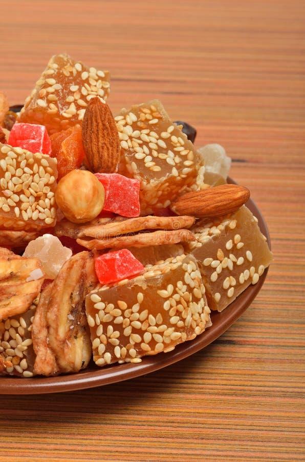 土耳其美好的欢欣用芝麻,干香蕉,脯 免版税库存照片