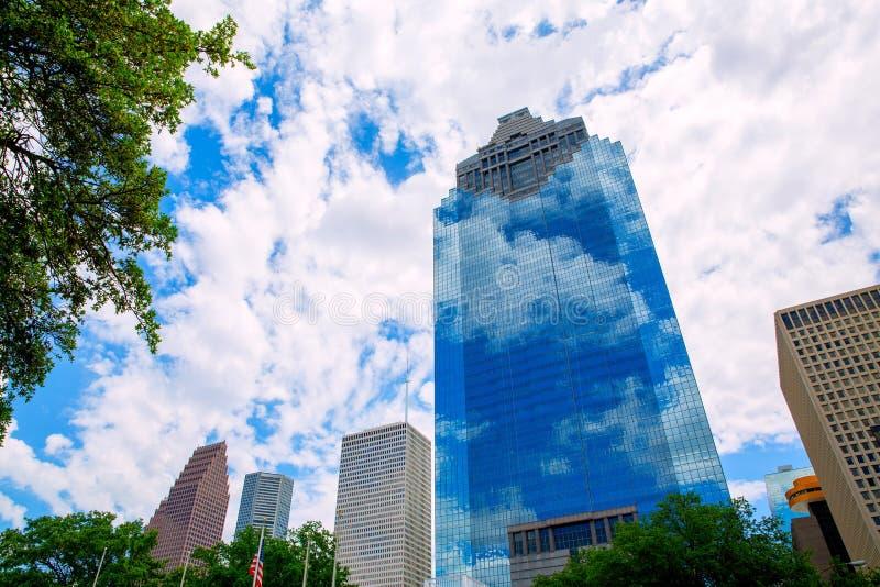与skyscapers和蓝天的休斯敦得克萨斯地平线 库存照片