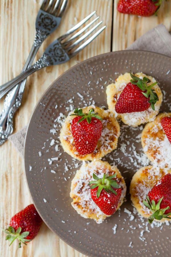 与srtawberry的甜薄煎饼 免版税库存照片