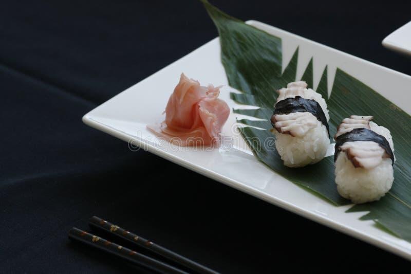 与Tamago顶部的Nigiri寿司 库存照片
