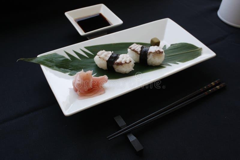 与Tamago顶部的Nigiri寿司 免版税库存图片