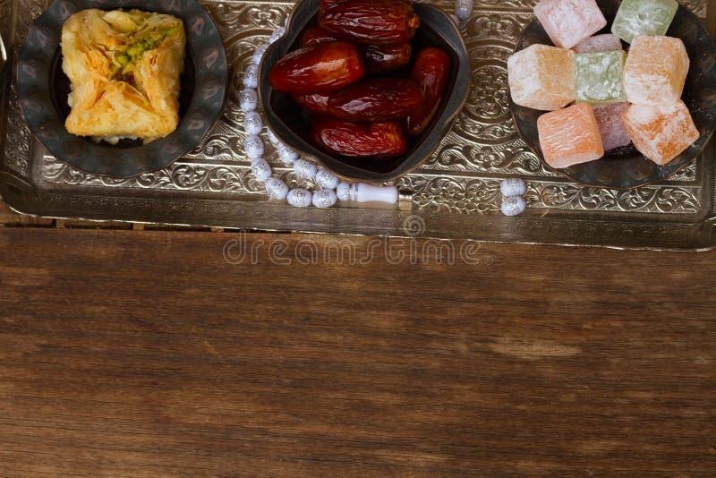 与tasbih的土耳其快乐糖 免版税库存图片