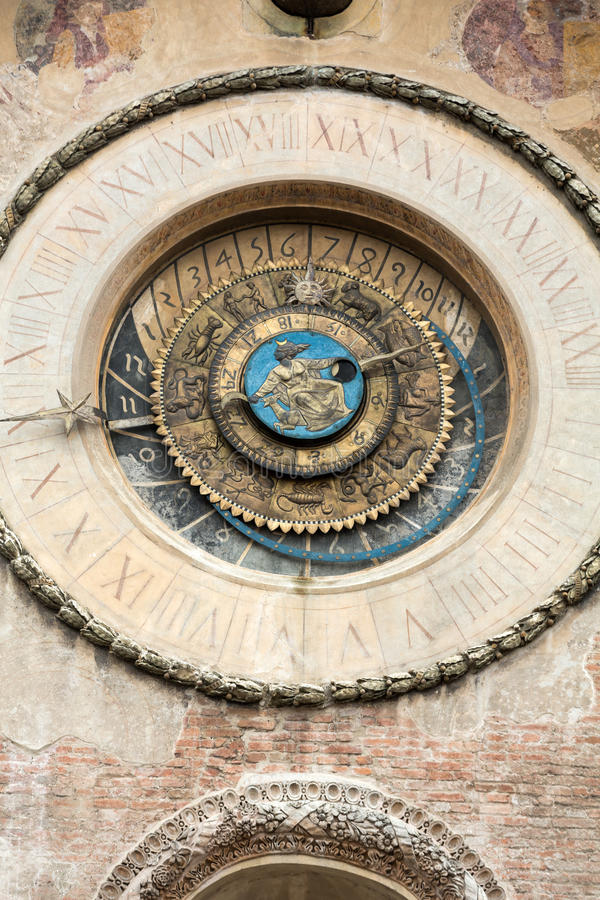 与Torre小山谷` Orologio `尖沙咀钟楼`的Palazzo della Ragione 曼托瓦, 库存照片