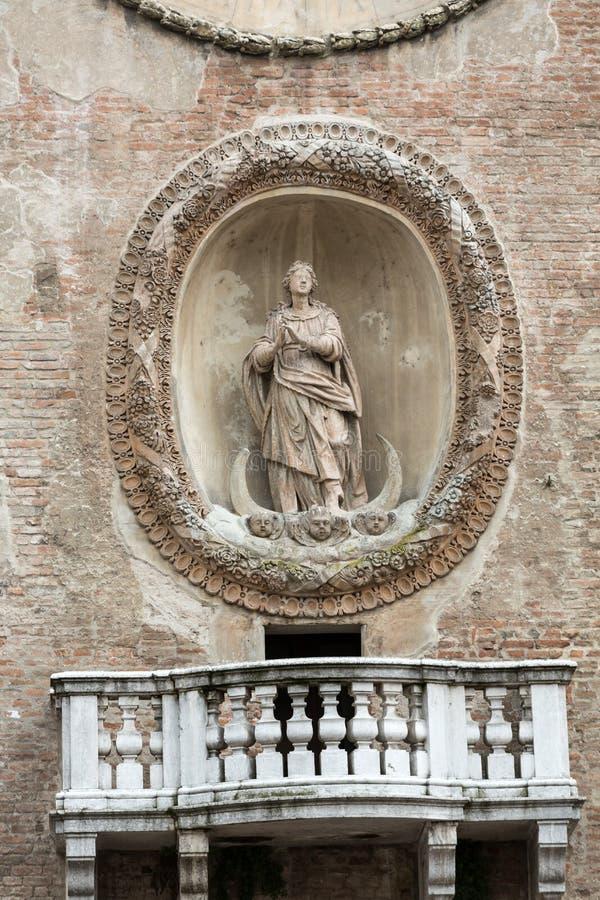 与Torre小山谷` Orologio `尖沙咀钟楼`的Palazzo della Ragione 曼托瓦 免版税库存照片