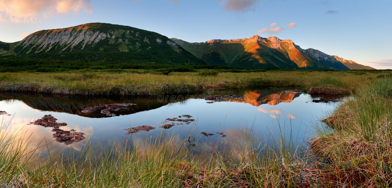 与Trojrohe湖的Belianske Tatras在斯洛伐克 库存图片