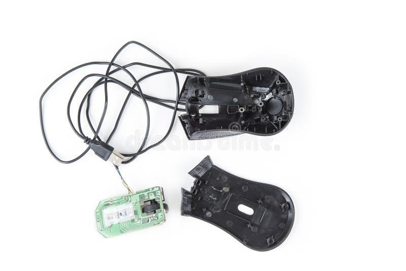 与USB缆绳的被折除的计算机老鼠在白色 免版税库存图片