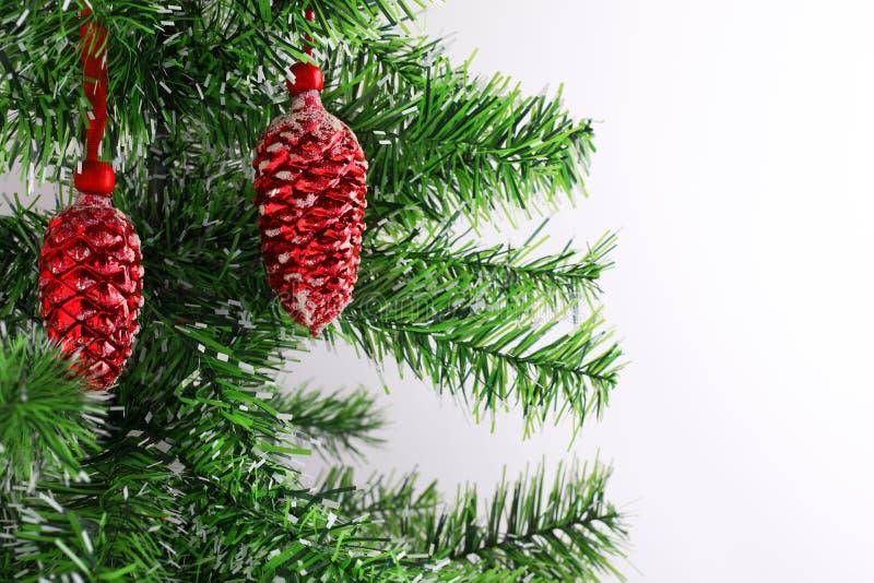 与xmas树和葡萄酒玻璃装饰的圣诞节或新年背景 圣诞快乐看板卡 寒假题材 愉快 库存图片