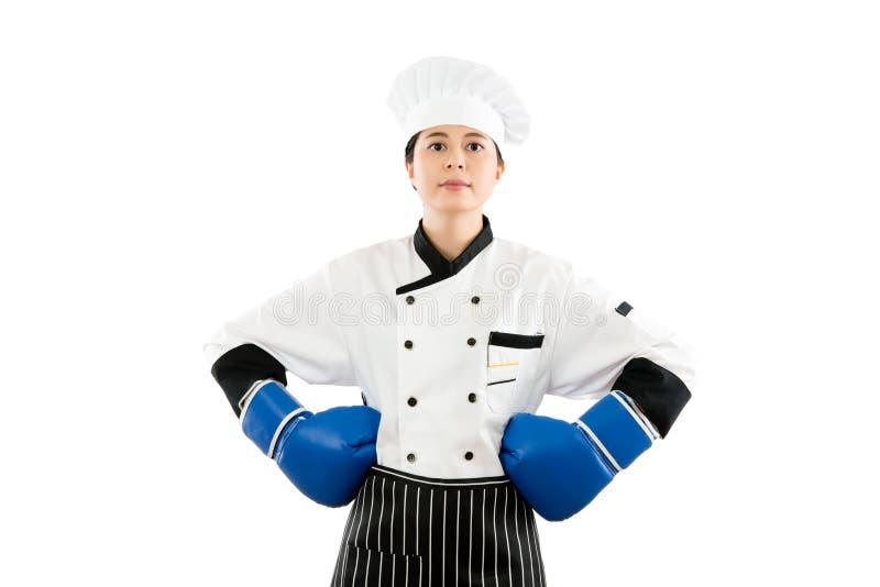 专业亚裔著名厨师佩带的拳击 库存图片