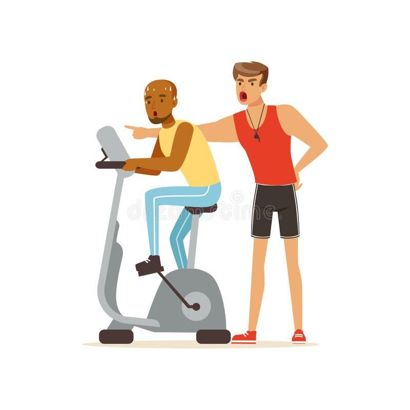 专业健身教练和人解决在锻炼脚踏车的,行使在个人教练员下控制的人们  皇族释放例证