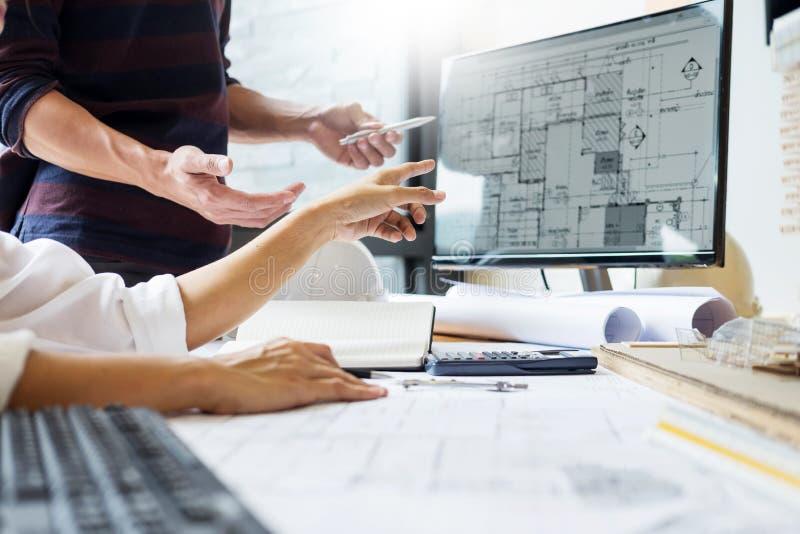 专业建筑师设计师结构工程师队colleag 免版税库存图片