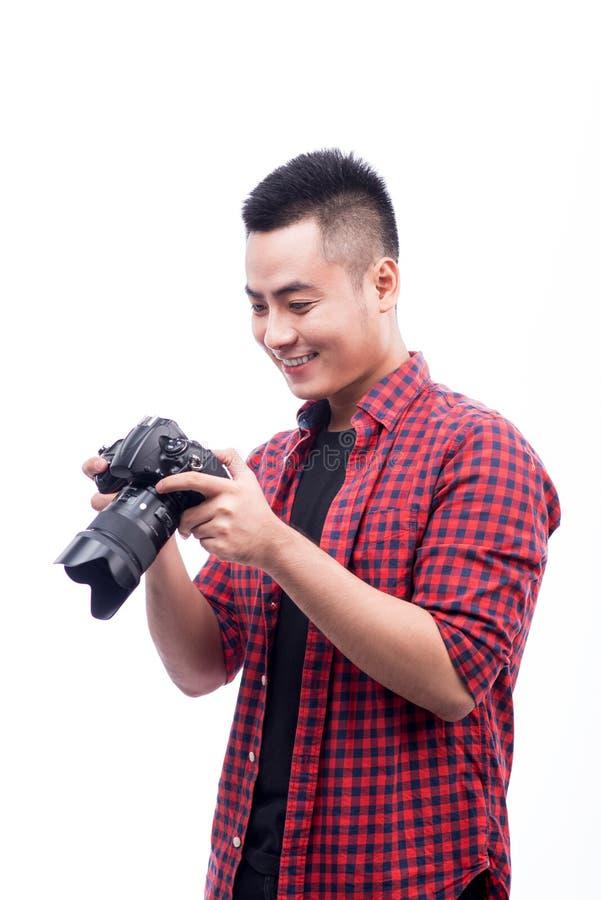 专业摄影师 确信的年轻人画象嘘的 库存照片
