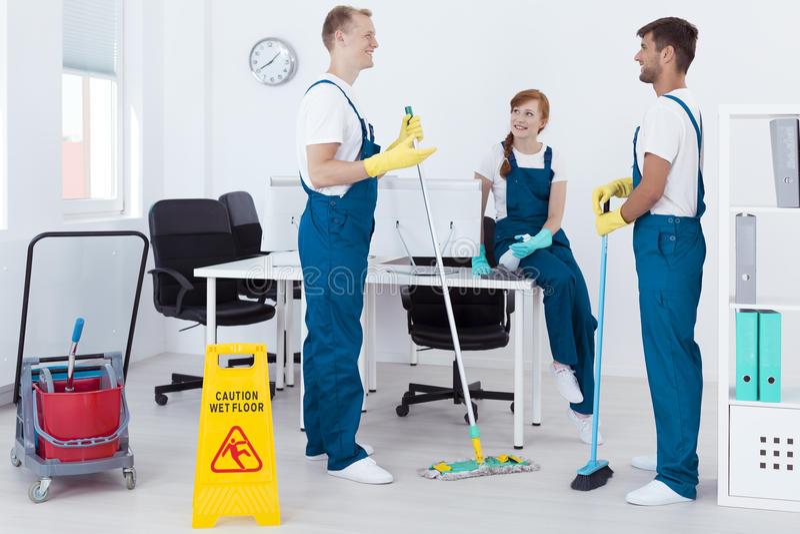 专业擦净剂在工作 免版税库存照片