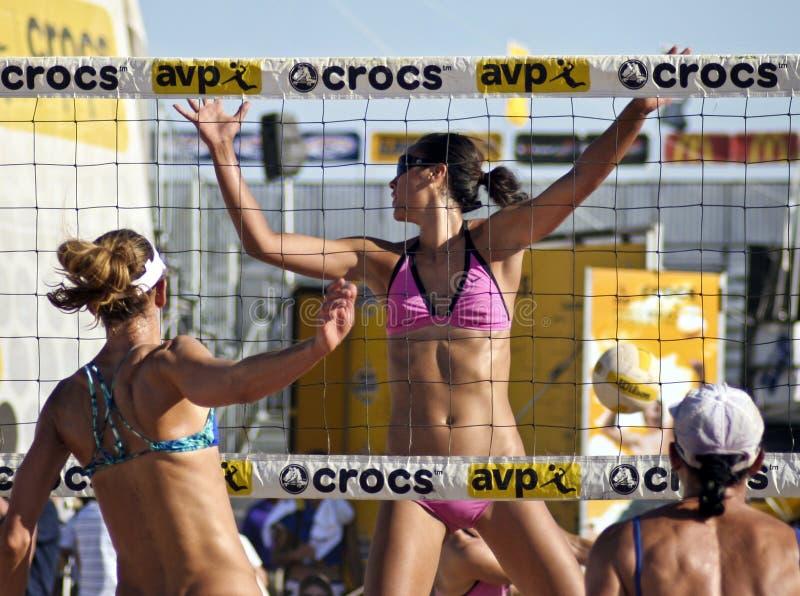 专业沙滩排球 免版税库存照片