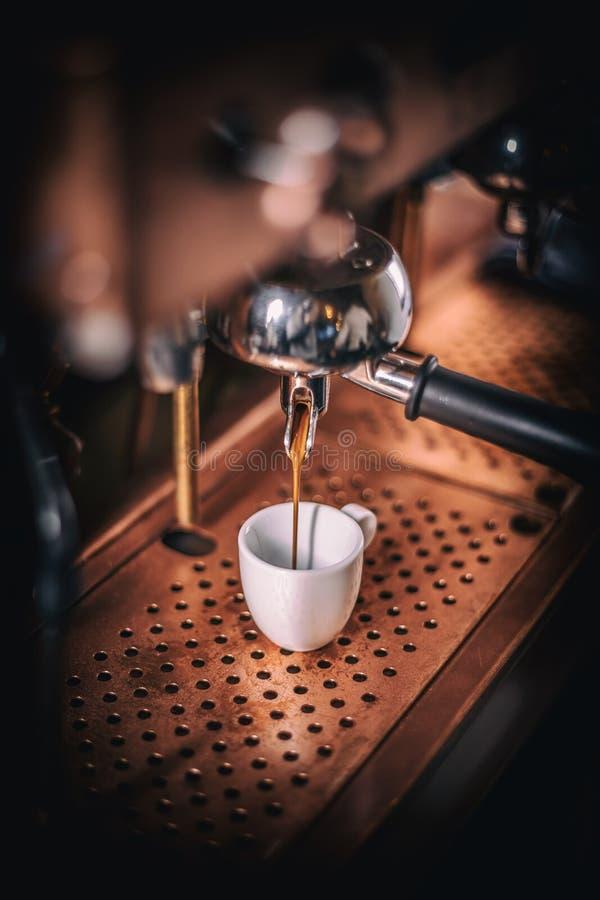 专业煮浓咖啡器 免版税库存照片