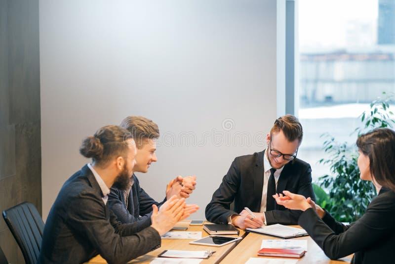专业联系商务伙伴收缩 库存照片