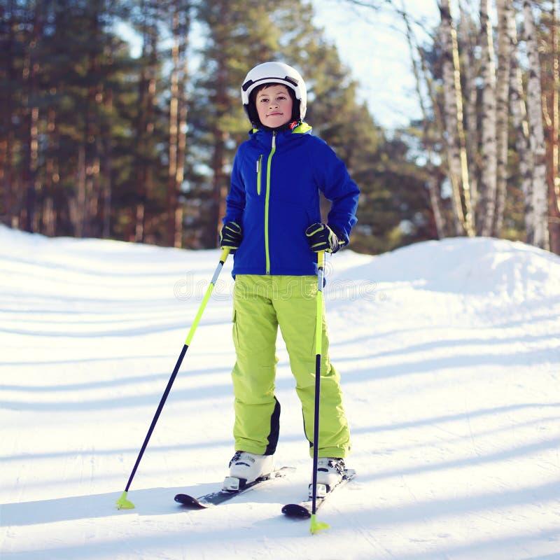 专业滑雪者男孩画象在运动服穿戴了 库存照片
