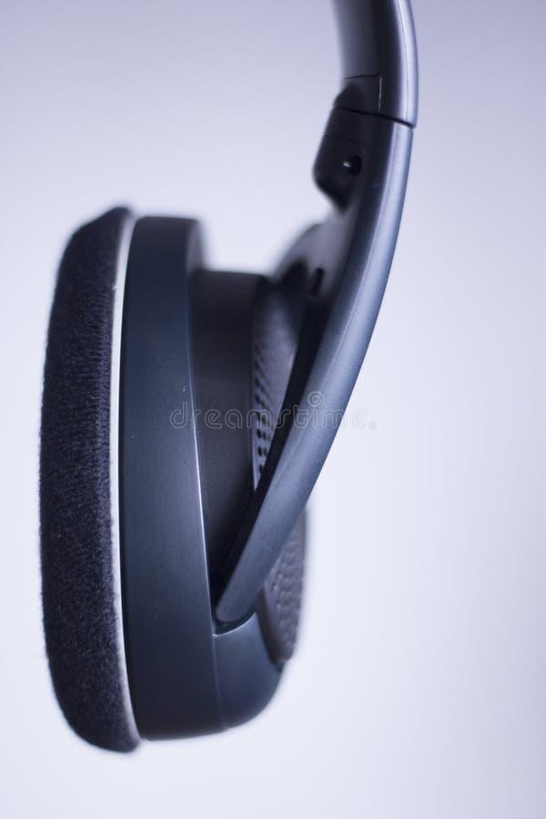 专业dj演播室节目播音员耳机 免版税库存图片