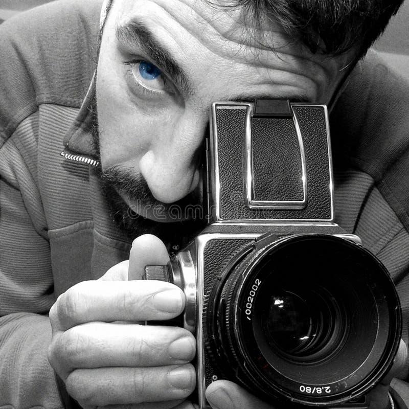 专业hasselblad的摄影师 免版税库存照片